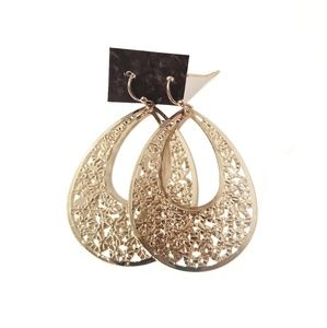 ⭐ Golden Metal Earrings